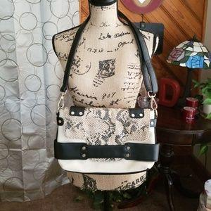 Nila Anthony shoulder bag